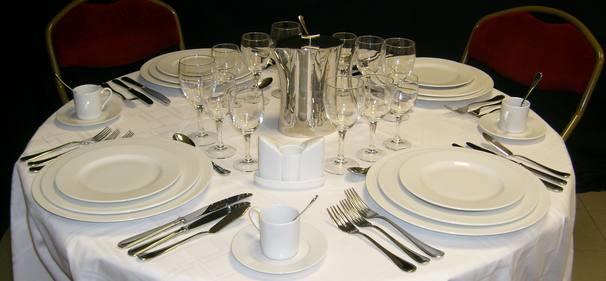 location vaisselle mariage pack vaisselle blanc de mariage localacarte. Black Bedroom Furniture Sets. Home Design Ideas
